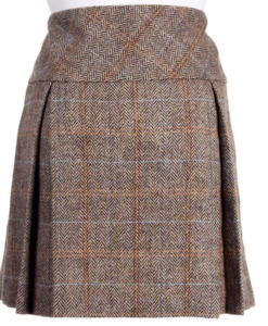 Harris Tweed Mini Kilt is made up of premium quality tweed.