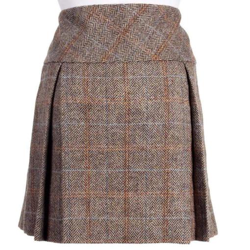 Harris Tweed Mini Kilt is made up of premium quality tweed.